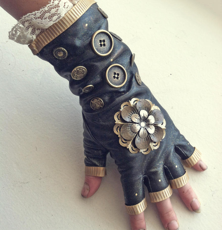 woman�s steampunk glove handcrafted steam