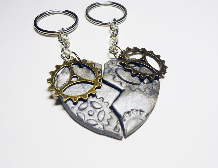 Steampunk-ish friendship keychain by FrozenNote
