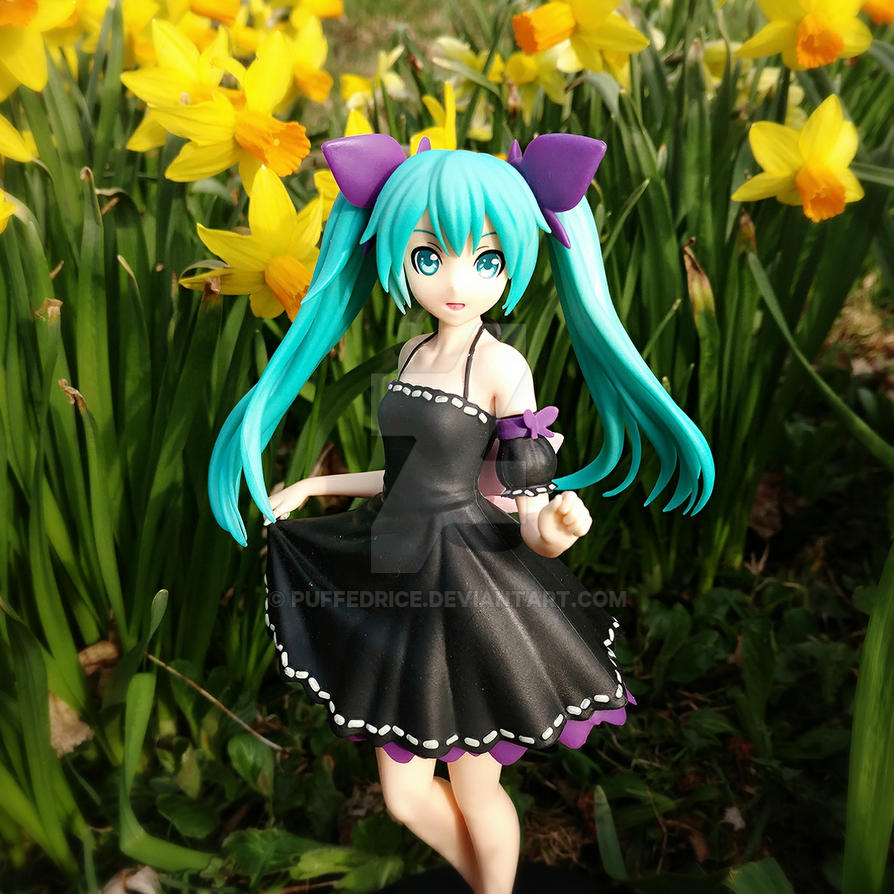 Miku in the flowers by PuffedRice