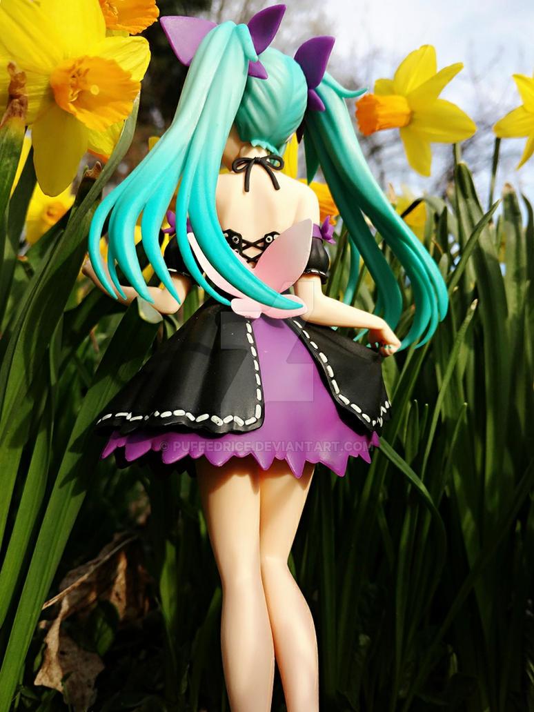 Miku in the flowers 03 by PuffedRice