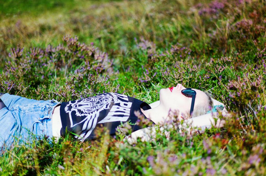 Chlo dans l'herbe by leingad