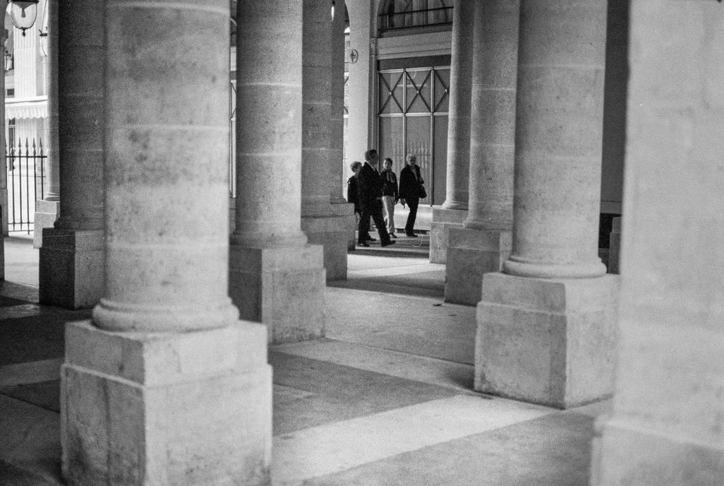 Les gens aux colonnes by leingad