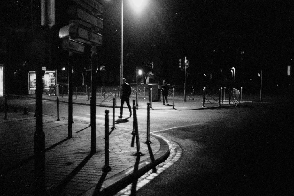 Les gens du soir II by leingad
