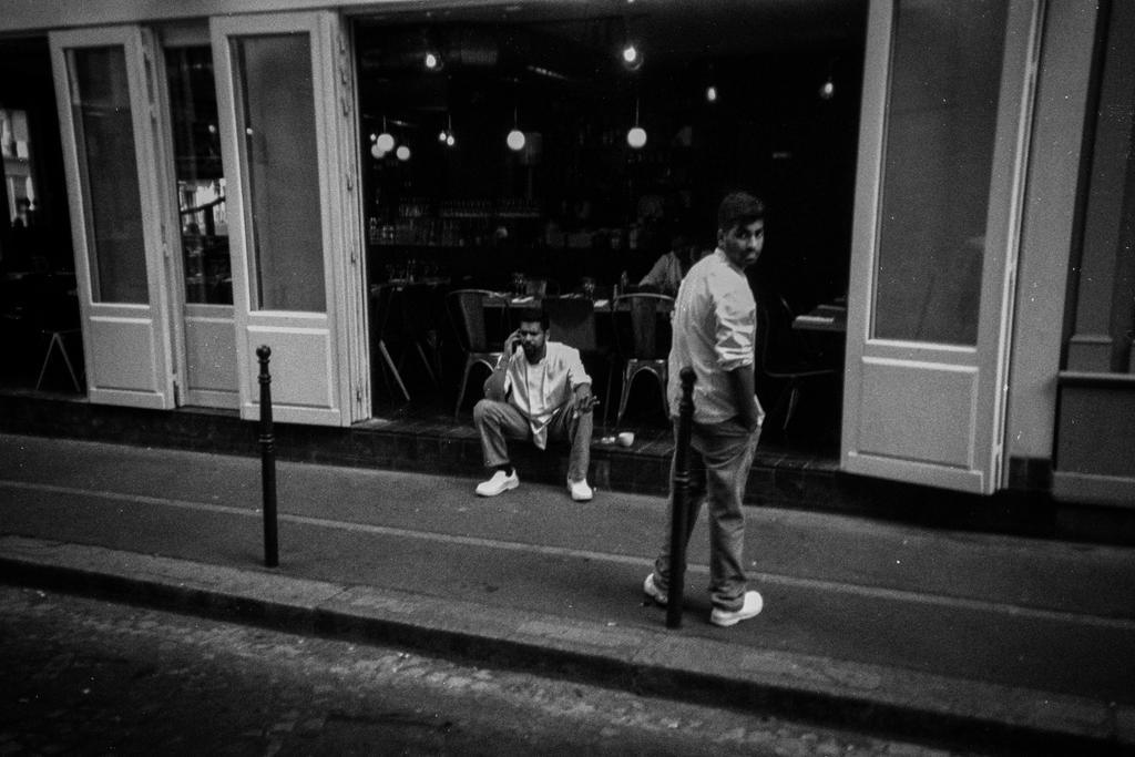 Paris Street XXXXII by leingad