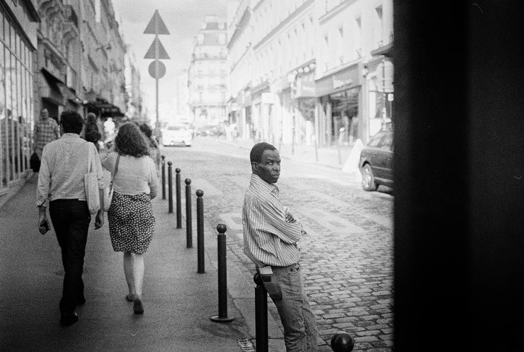 Paris Street CCCLXXI by leingad