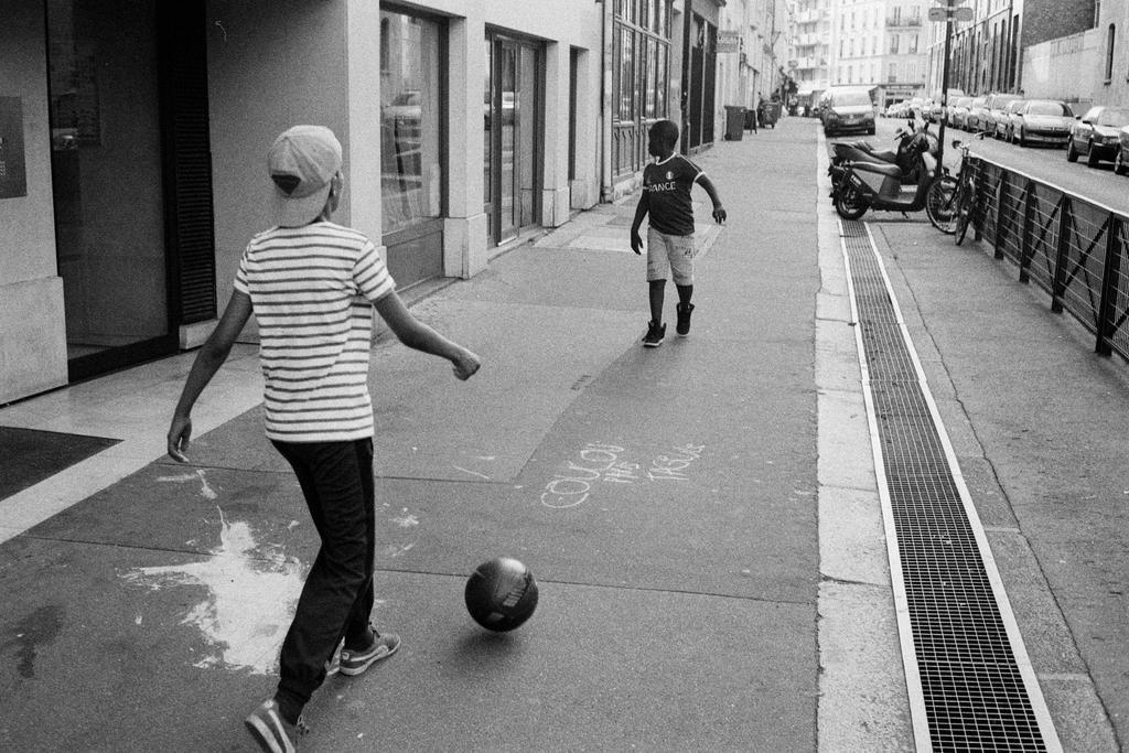 Paris Street 586 by leingad