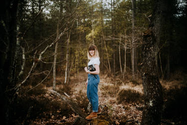 Chloe in the wood 5 by leingad