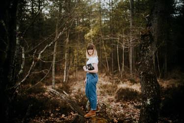 Chloe in the wood 5