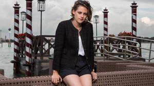 Kristen-Stewart- Venice 001
