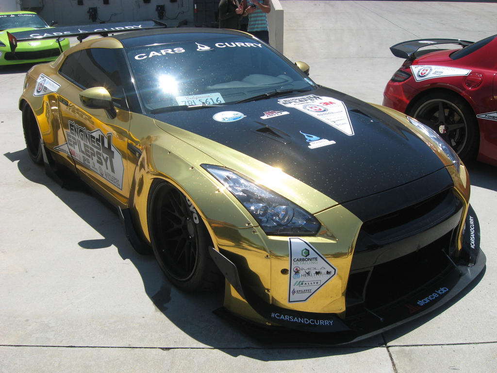 Nissan GT-R Gold Chrome by granturismomh