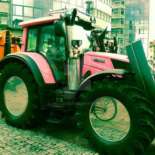 tractor by hell-leidi