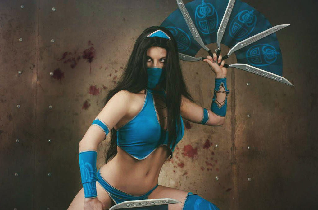 Kitana Mortal Kombat-blood by Anastasya01