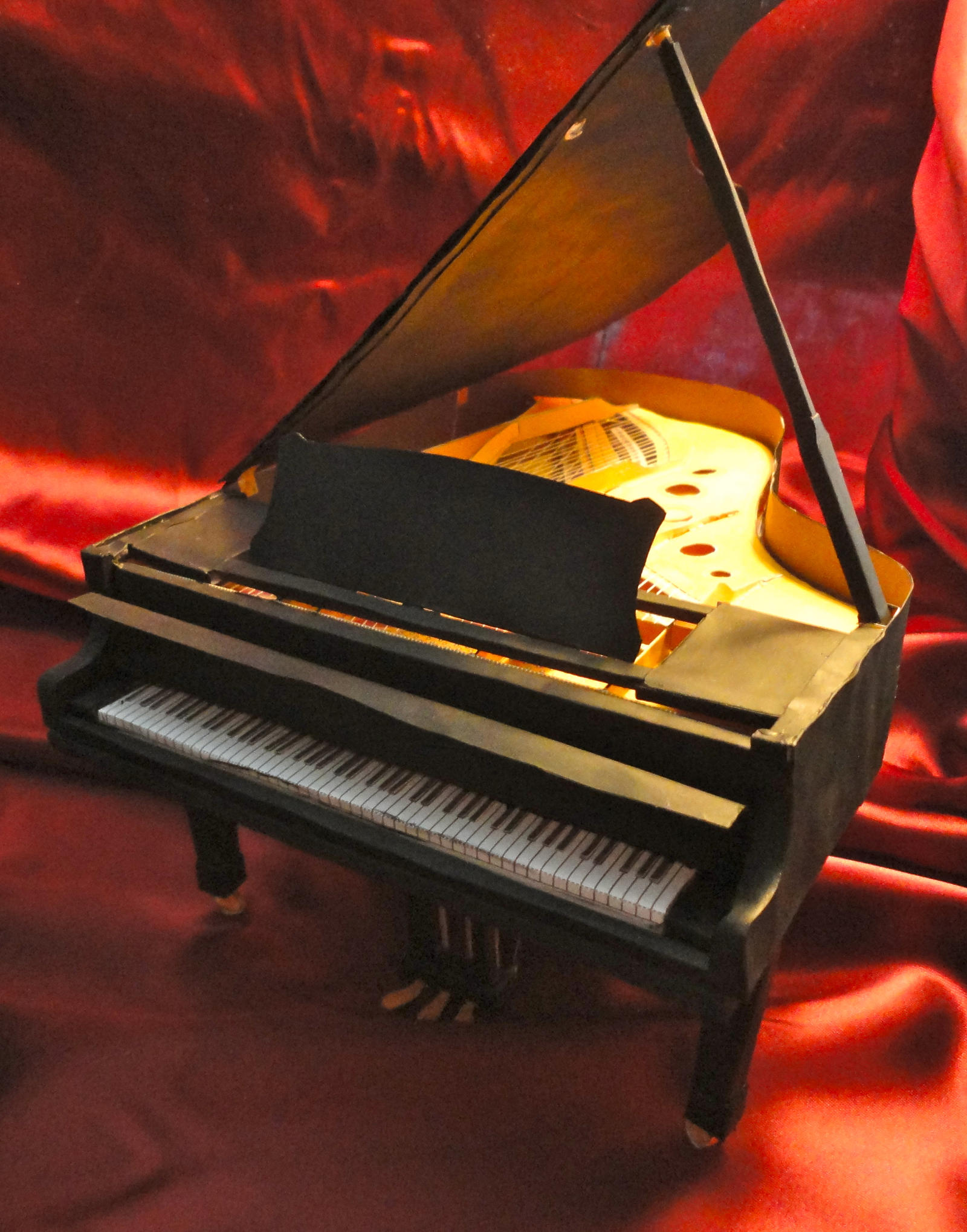 Grand Piano Papercraft by studioofmm