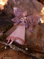 Lucyda - the flower fairy of Sonora - OOAK fae art by terratundra