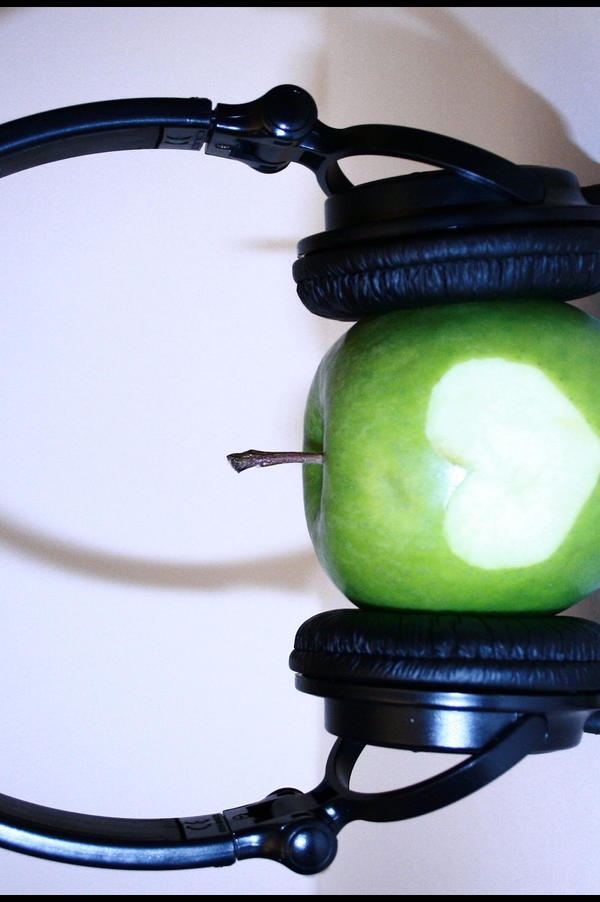 i love music. Apples love Music by ~21h00