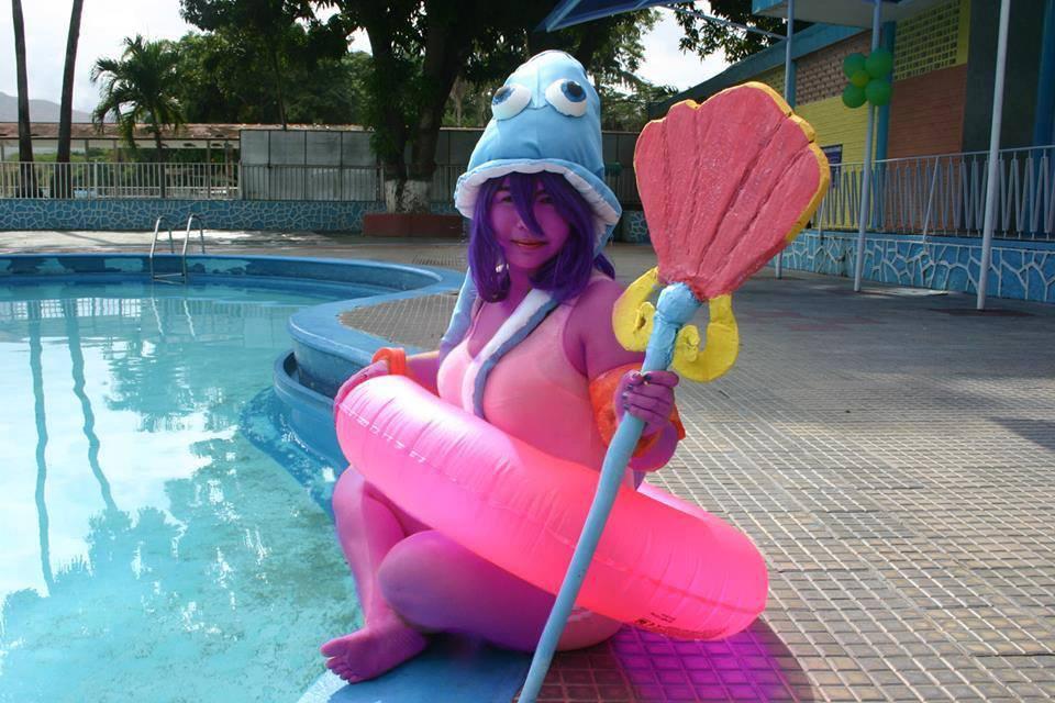 cosplay lulu Pool party
