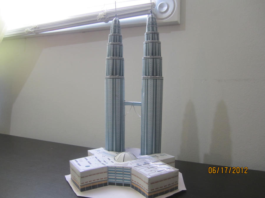 Petronas Twin Towers Papercraft! by Odolwa5432