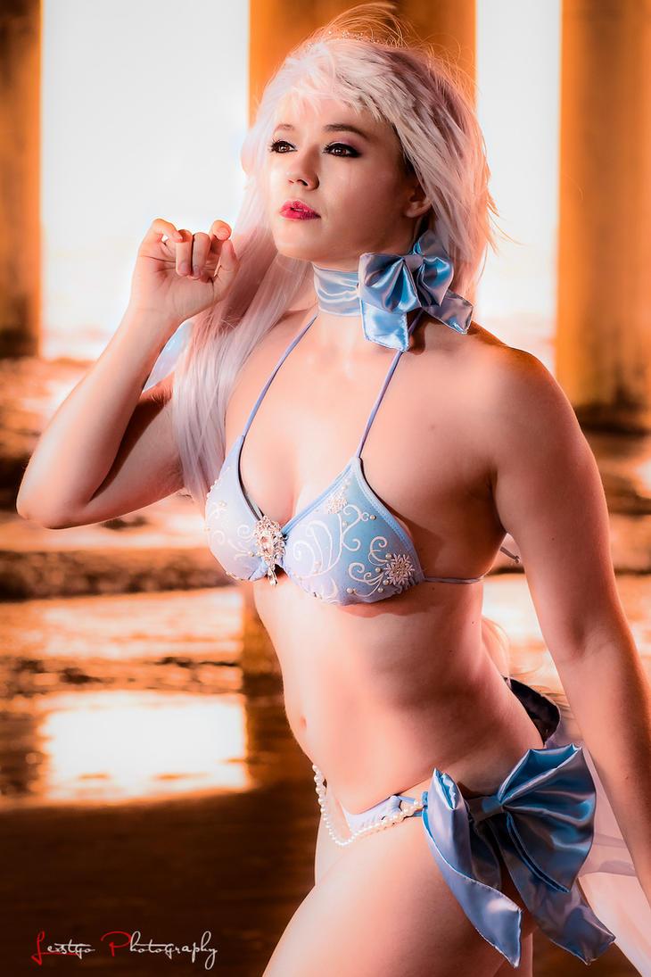 Weiss Schnee Bikini Pose by HollyGloha