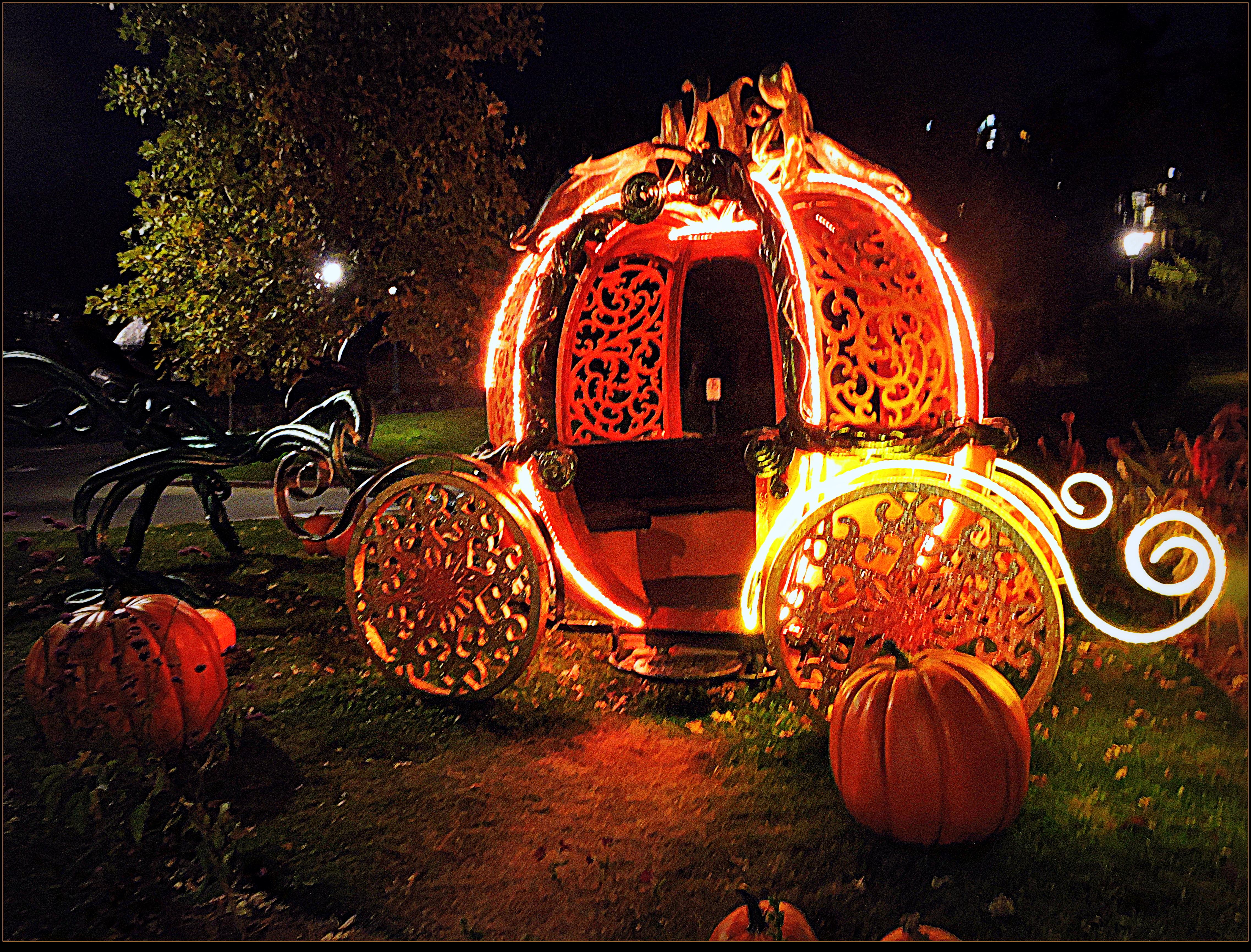 Happy Halloween! by surrealistic-gloom