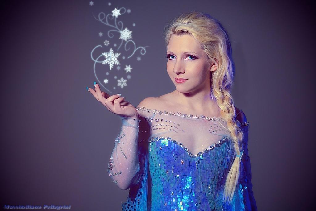 Queen Elsa cosplay