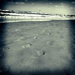 Empty shore by S-t-r-a-n-g-e