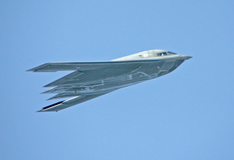 B2 Stealth Bomber Pass by Kippenwolf