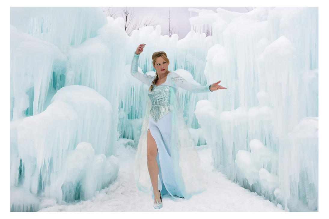 Frozen's Elsa Cosplay by GlisteningIceCandy
