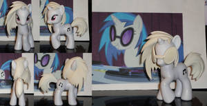 Vinyl Scratch Finished Sculpt by OtakuSquirrel