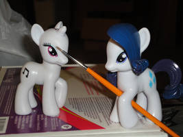 Rarity does the Make-Up by OtakuSquirrel
