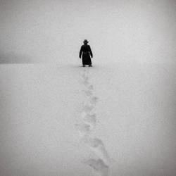 footprints in the snow by fahrmboy