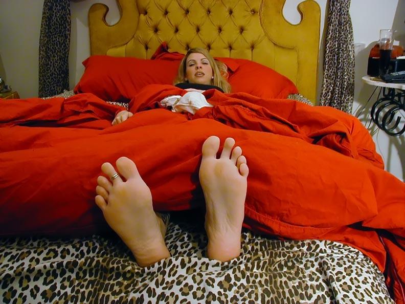 brit's sleepy soles by jelchio