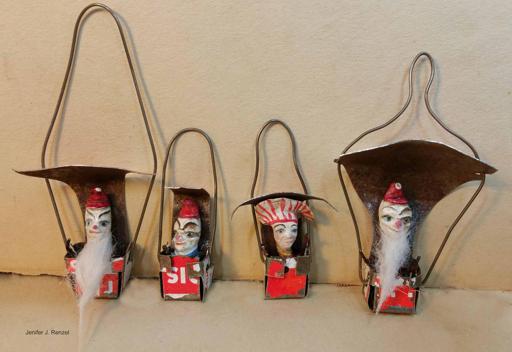 Santas by bugatha1