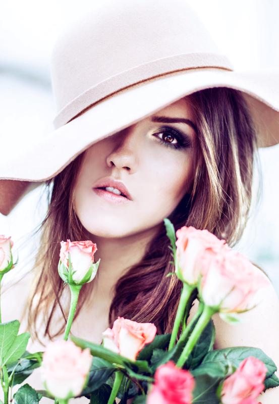 Rose girl by halucynowa