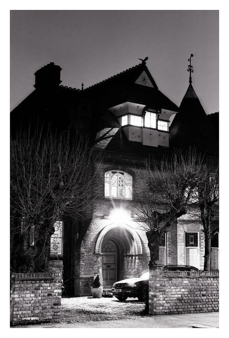 House in Oakhill Road by ash