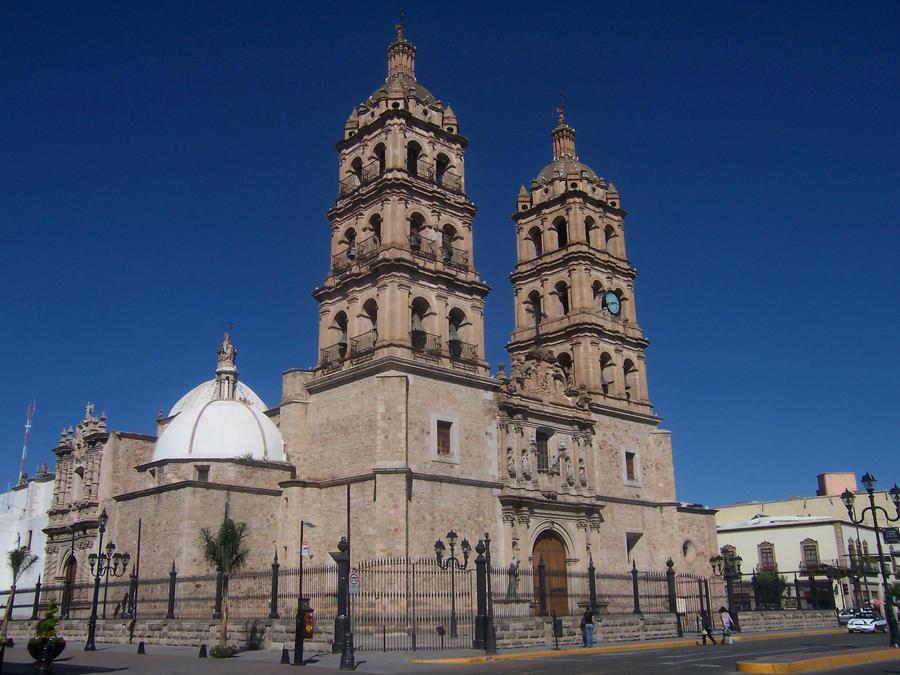 Durango Catedral 4 by NiraVancopoulos