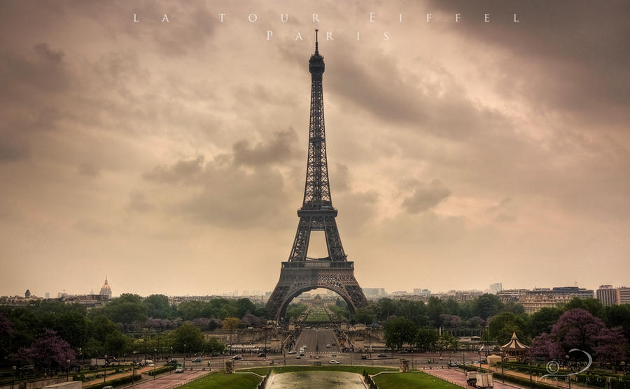 Eiffel Tower by Linkineos