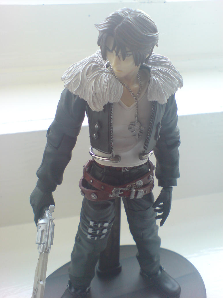 Squall FF8 Play Arts Model by l3xxybaby