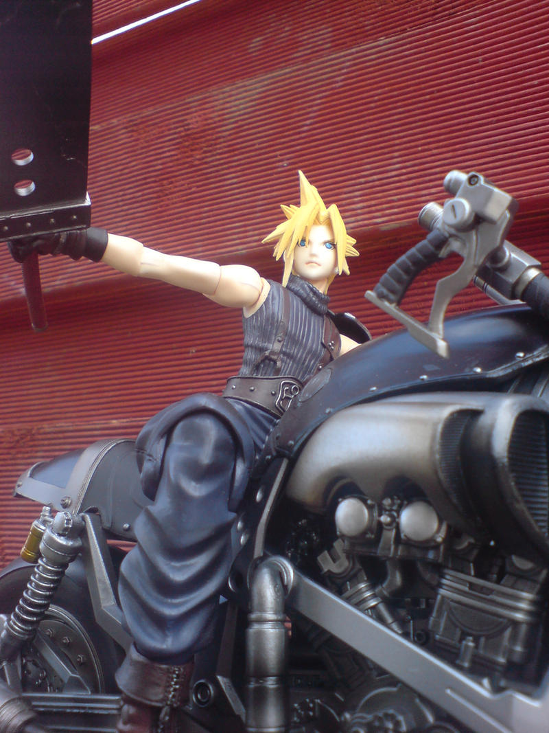 FF7 Cloud Strife Pic 1 by l3xxybaby