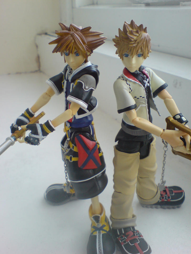 PlayArts Sora And Roxas by l3xxybaby