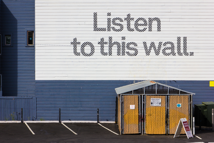 Listen to this wall. by JimP4nsen