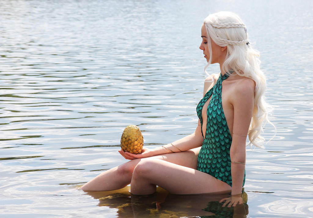 Daenerys Targaryen - Rhaegal Dragon Egg Vegas suit by Shiroiaisu