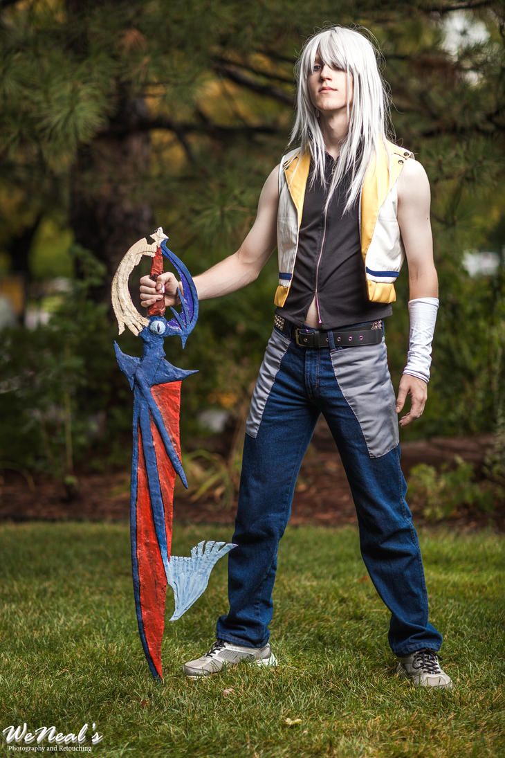 Riku and his Keyblade by Ryuu-Kizu