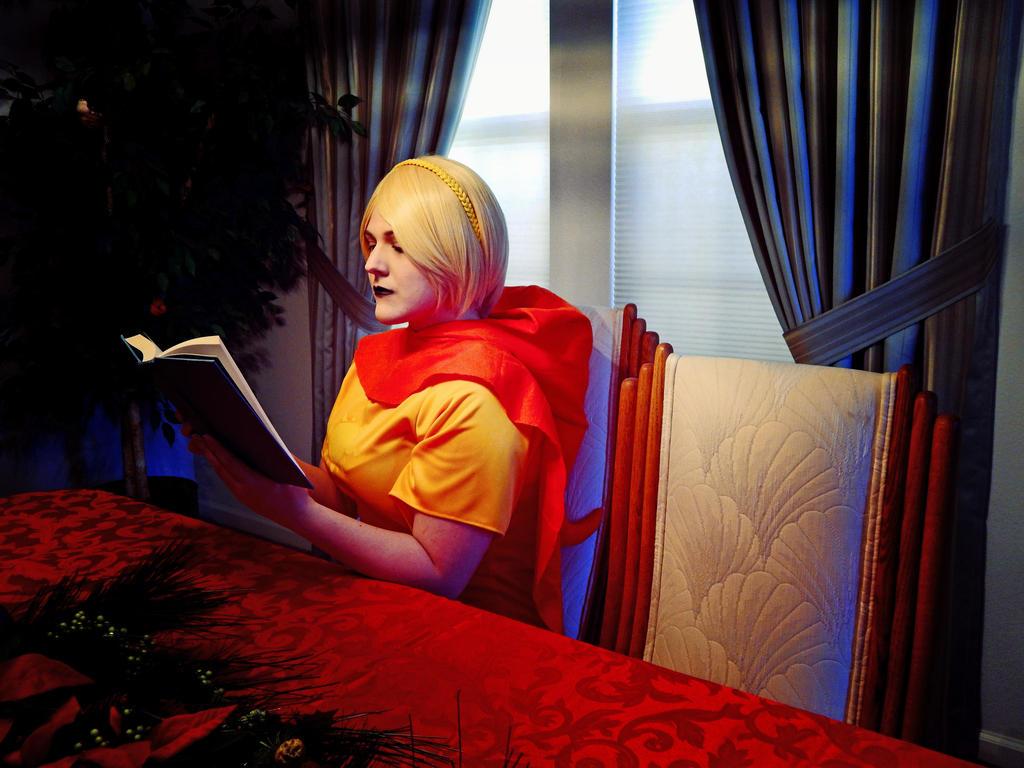 Reading by xsnowfox