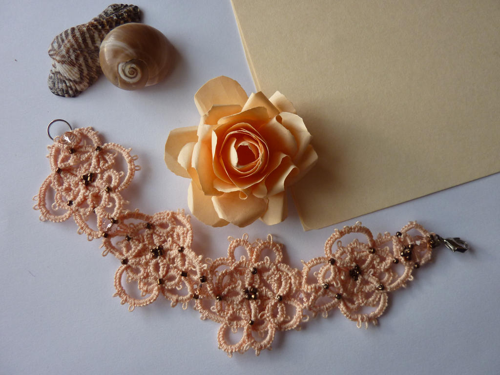 Romantic tatted bracelet in peach by MJsFlowerfield