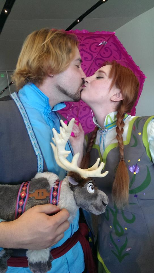 Frozen Anna And Kristoff Kiss