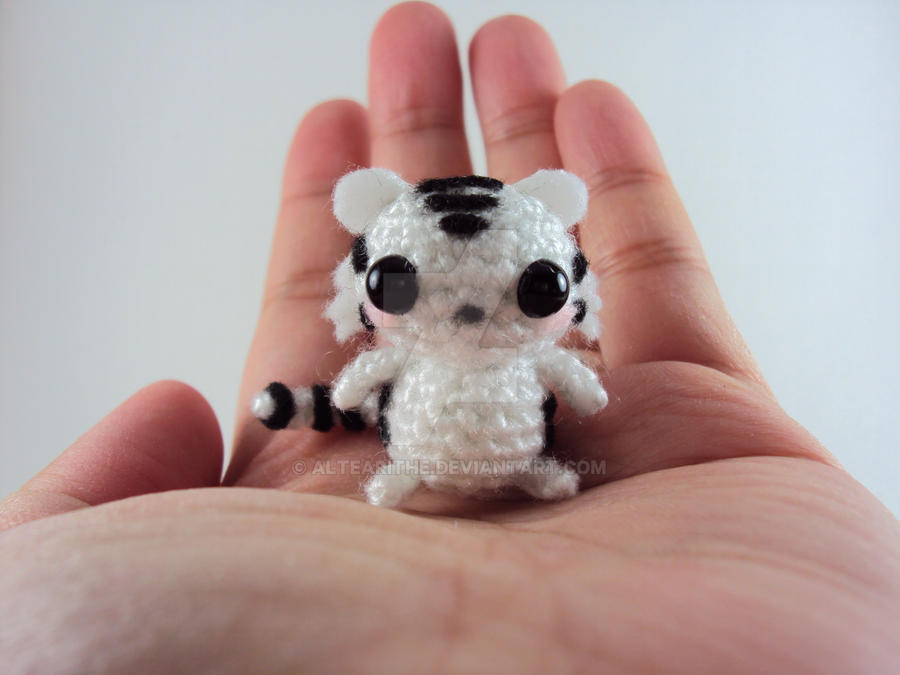 Wee White Tiger Amigurumi by altearithe