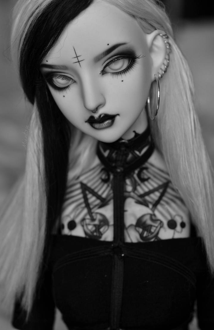 Back in black by Mientsje
