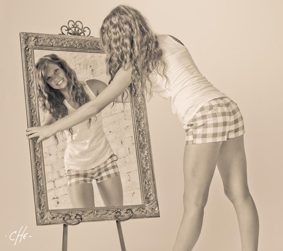 U ogledalu - Page 2 Mirror__who____by_cheoriginal-d3eks27