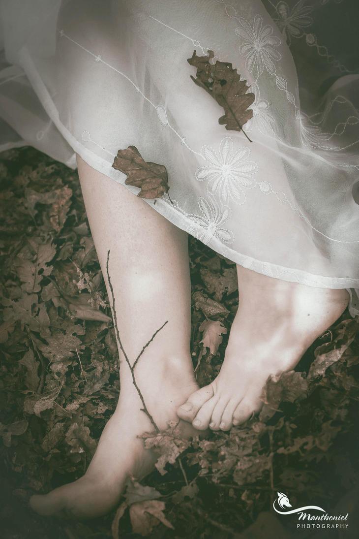 Alone... by LucreciaMortishia