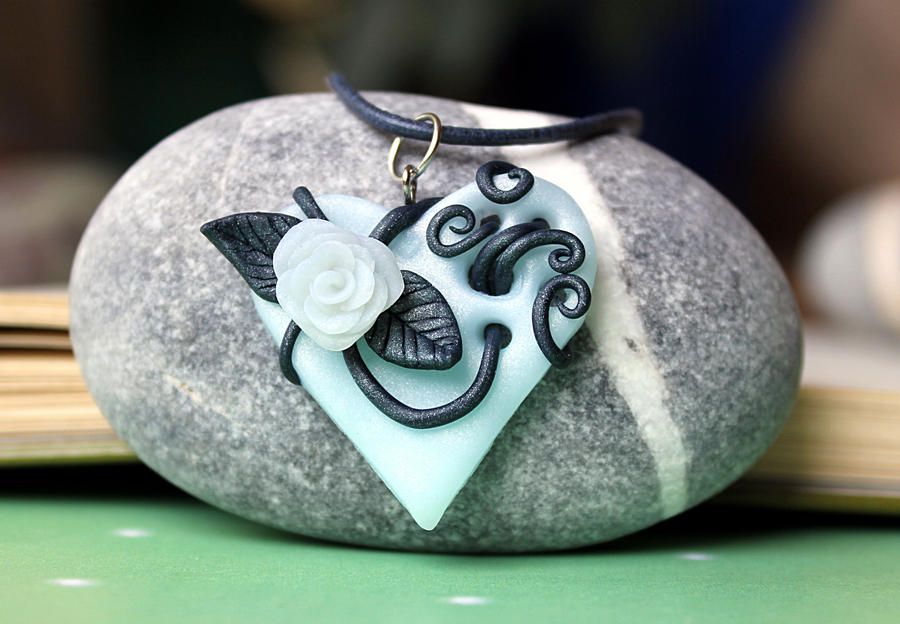 heart pendant frozen rose by Sakiyo-chan